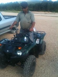 Armindo Domingos - pastor de Fátima - com moto 4 do projecto